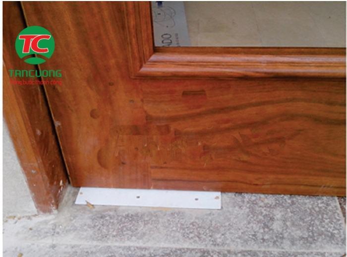 Cách lắp đặt bản lề thủy lực cho cửa gỗ