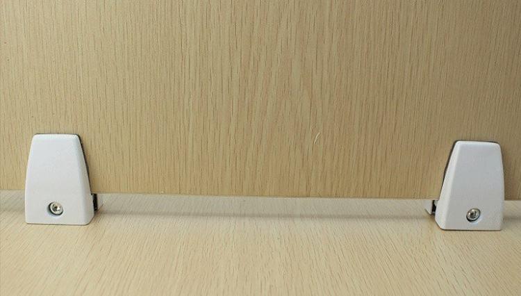 kẹp vách ngăn gỗ