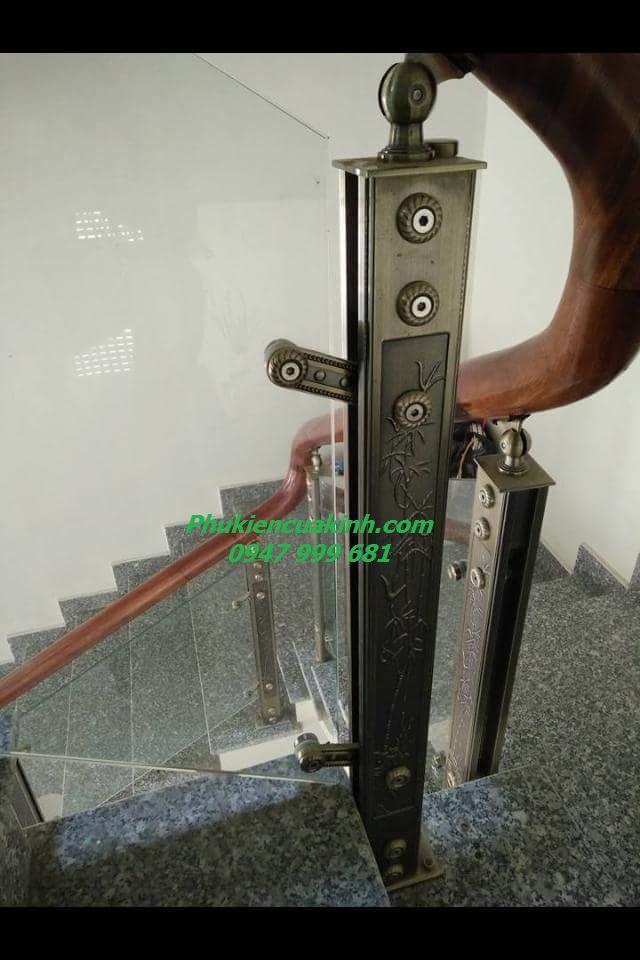 cầu thang kính trụ hợp kim